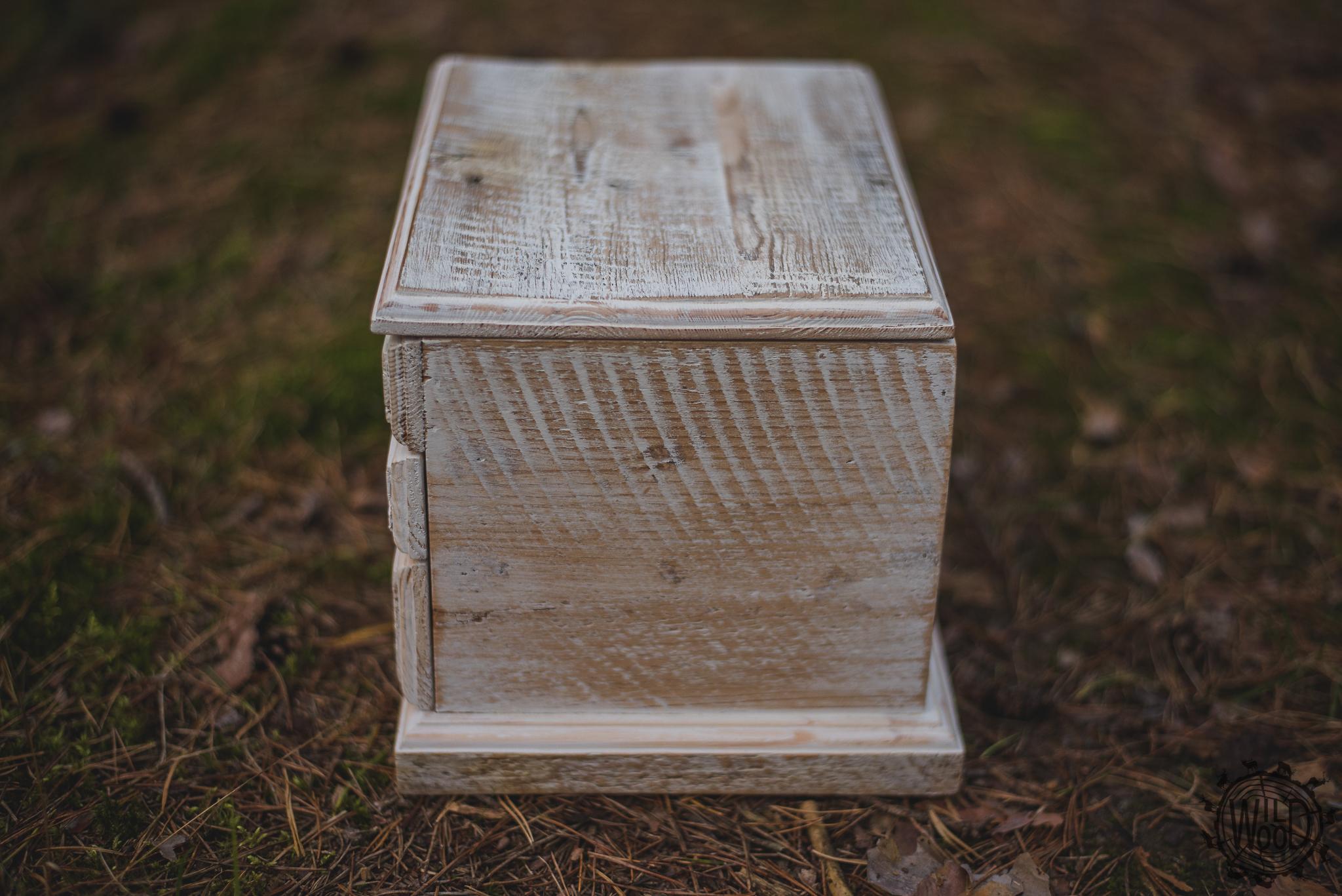 stolarz białystok, nietypowe meble białystok, usługi stolarskie podlaskie, wildwood, usługi stolarskie białystok, stolarz podlaskie, meble ze starego drewna, meble na wymiar podlasie, szkatułka na biżuterię białystok, mini toaletka, rękodzieło podlasie